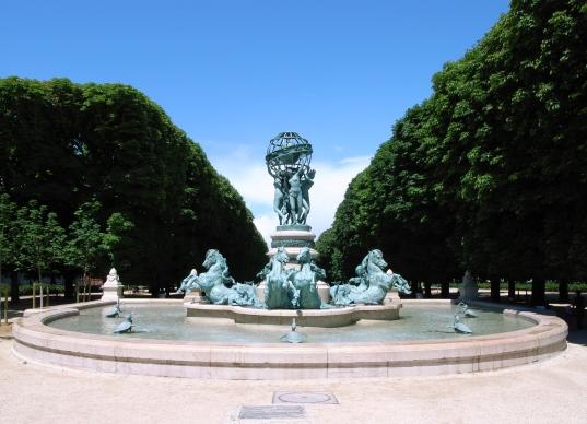 Fontaine_de_l'Observatoire,_July_4,_2007